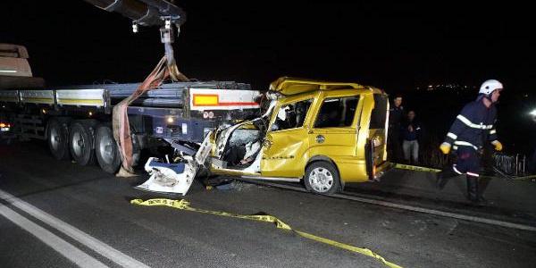 Marmara Ereğlisi'nde TIR'a arkadan çarpan araçtaki 2 kişi öldü