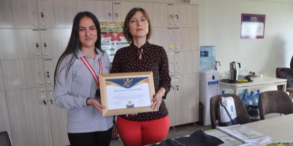 Liseli Ayşenaz'ın  ısıya dayanıklı kumaşı Proje Olimpiyatları'nda 2. oldu