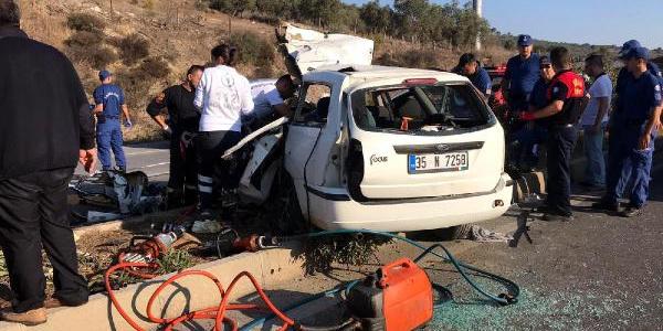 Bodrum'da işçi servisi ile otomobilin çarpıştığı kazada 2 ölü, 23 yaralı