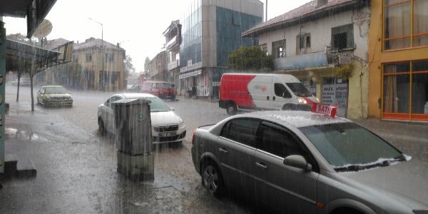 Yunak'ta şiddetli yağmur ve dolu