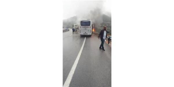 Otobüs seyir halinde iken alev alev yandı