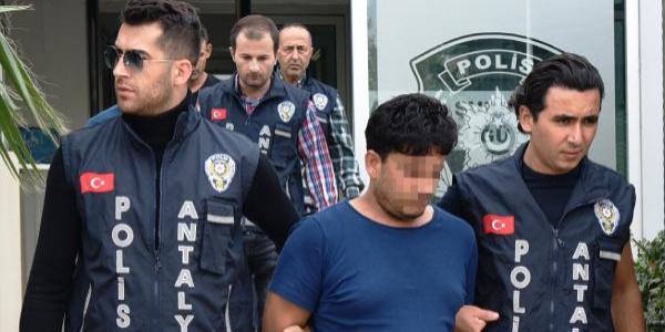 3'ü Suriyeli 4 kişi yaşlı kadının 92 bin lirasını ve 10 bin liralık ziynet eşyasını aldı