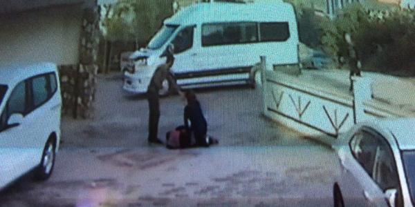Anne ve kızına sokak köpeği saldırdı