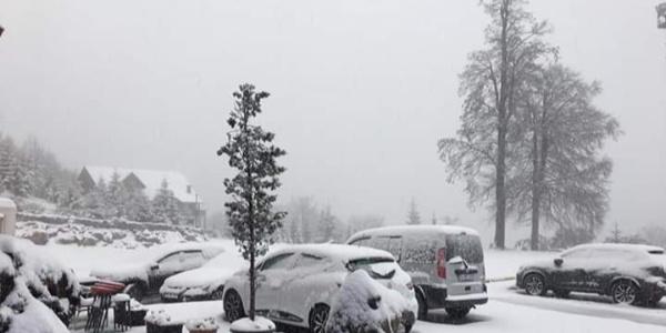 Kartepe'ye mevsimin ilk karı düştü