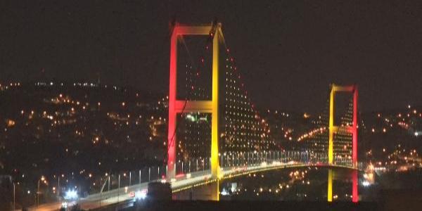 15 Temmuz Şehitler Köprüsü'nden renkli görüntüler