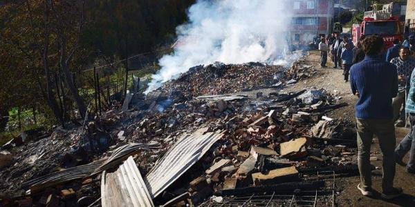 Kastamonu'da yangın: 4 ev kullanılamaz halde