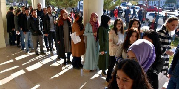 Sınava geç kalan adaylar yine kapılarda kaldı