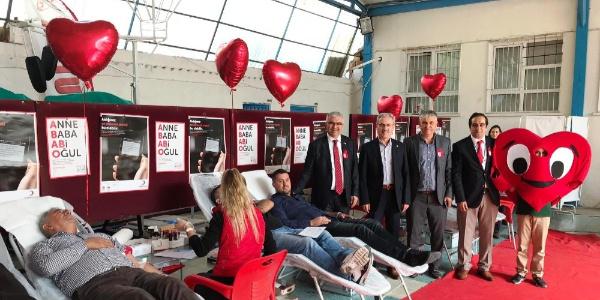 Vakıfbank Ortaokulu'ndaki eğitimci ve  velilerden örnek davranış: kök hücre ve kan bağışı