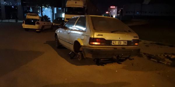 Yola dökülen demir parçaları 8 aracın lastiklerini patlattı