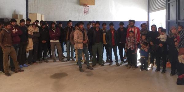 47 kaçak şahıs 15 kişilik minibüste yakalandı