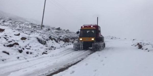 Rize'de 3 gündür yağan yağmur, yerini kar yağışına bıraktı