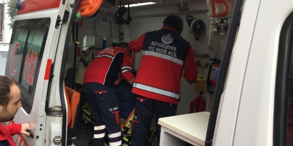 Fatih'de bir dairede yangın çıktı: 3 kişi kurtarıldı