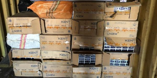 Van'da şüpheli bir minibüste  39 bin 700 paket kaçak sigara ele geçirildi