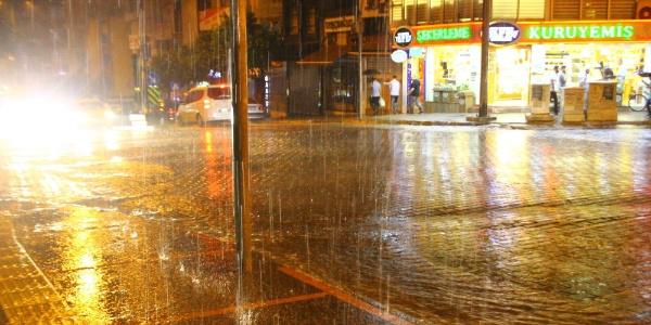 Kurak bir sezon geçiren Aydın'da yağmur sevinci