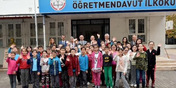 Mustafakemalpaşa Belediyesi'nden 12 bin öğrenciye eğitim desteği