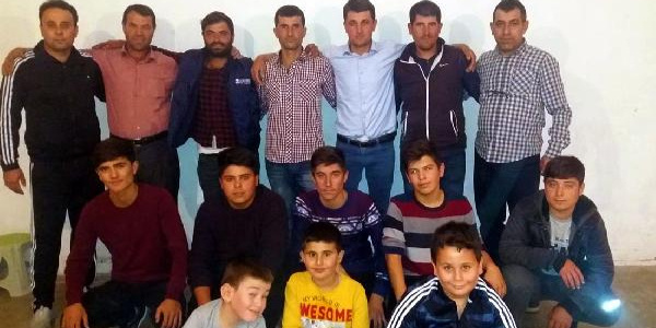 'Birşeyler yapalım, kahvehanede vakit geçirmeyelim' diyen gençlere imam halk oyunları kursu açtı