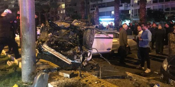 İzmir'de trafik kazası: 1 kişi ağır olmak üzere 4 yaralı var