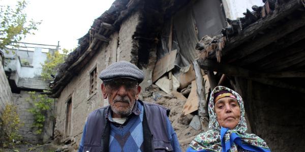 Yağmur sonrası evleri çöktü