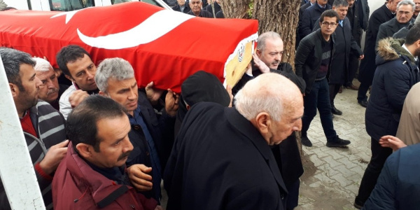 AK Parti'li vekilin kardeşi gözyaşları arasında toprağa verildi