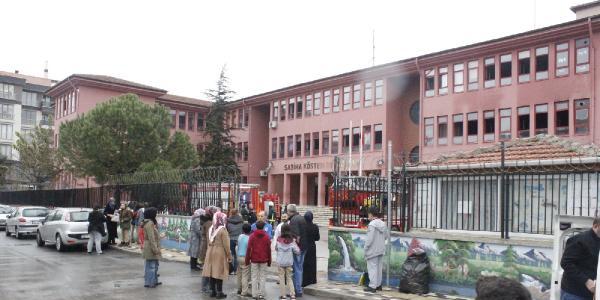 Okul kantininde yangın çıktı; okul boşaltıldı