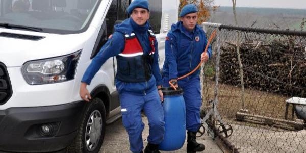 Malkara'da 'kaçak içki' operasyonu: 900 litre kaçak şarap ele geçirildi