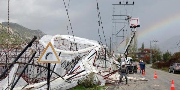 Anamur'da fırtına ve hortum seraları yerle bir etti, milyonlarca liralık hasar oluşturdu