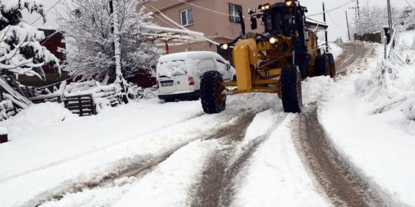 Bursa'da köy yolları kapandı, Osmangazi Belediyesi yolları ulaşıma açtı