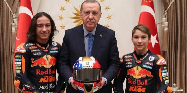 Cumhurbaşkanı Erdoğan, Sofuoğlu ve Öncü kardeşleri makamında  kabul etti