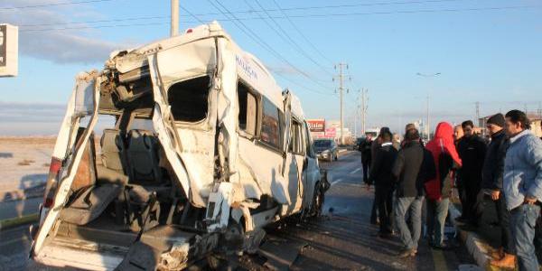 Aksaray'da işçi taşıyan iki otobüs çarpıştı; 17 kişi yaralandı