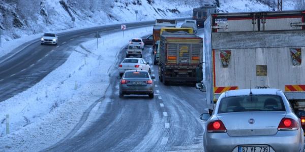 Zonguldak'ta araçlar buzda dans etti