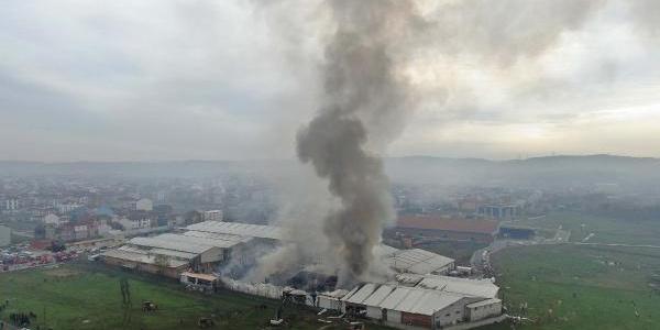 Arnavutköy'de sünger fabrikasında çıkan yangın kontrol altına alındı