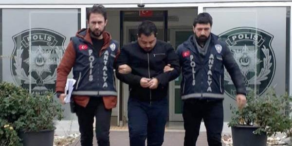 Antalya'da iki ayrı kuyumcudan 20 bin Euro'luk saat ve 40 bin liralık ziynet eşyası çalan Suriyeli yakalandı