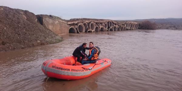 Dicle Nehri'nde su 4 metre yükseldi, Hevsel Bahçeleri'ni su altında kaldı