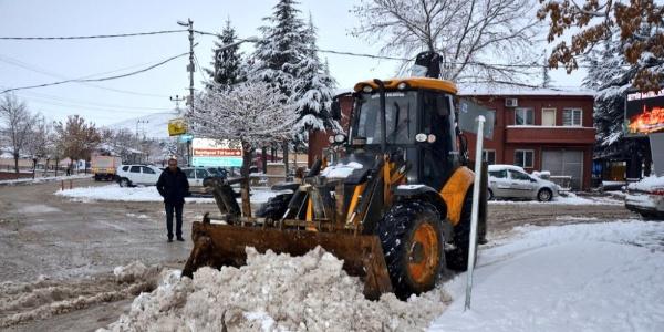 Seyitgazi Belesiyesi Karla Mücadele Ekipleri iş başında