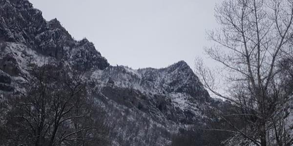 Tunceli'de, mağarada saklanan PKK'lı teröristlere düzenlenen operasyon devam ediyor