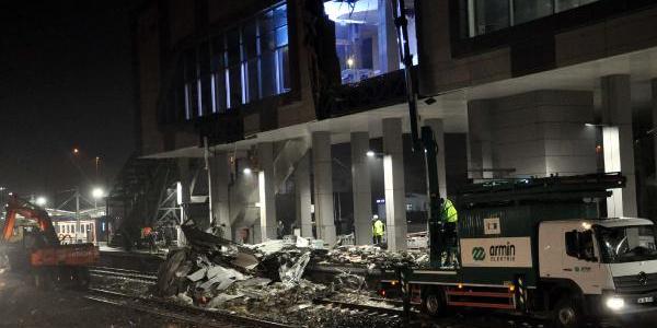 Tren kazasının enkazları kaldırıldı