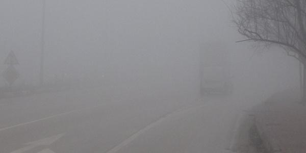 İnegöl'de göz gözü görmüyor; yoğun sis hayatı olumsuz etkiliyor
