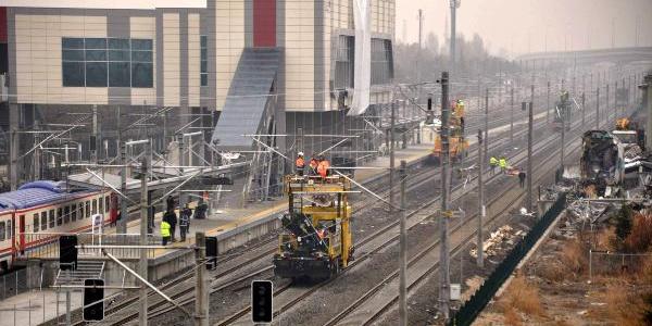 Tren kazasının ardından enkaz kaldırma çalışmaları tamamlandı, banliyö seferleri başlayacak