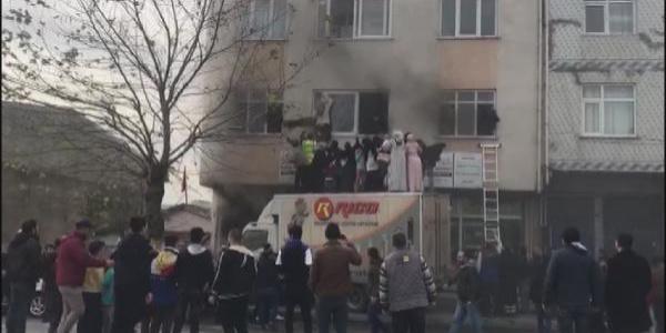 Arnavutköy'de gecekonduda yangın çıktı; can pazarı yaşandı