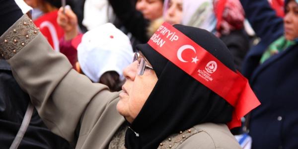Denizlililer tören alanında Cumhurbaşkanı Erdoğan'ı bekliyor