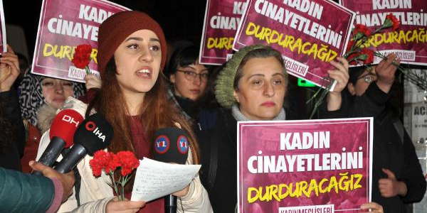 44 yerinden bıçaklanarak öldürülen Gülseren için Ankara'daki kadınlar protesto düzenledi