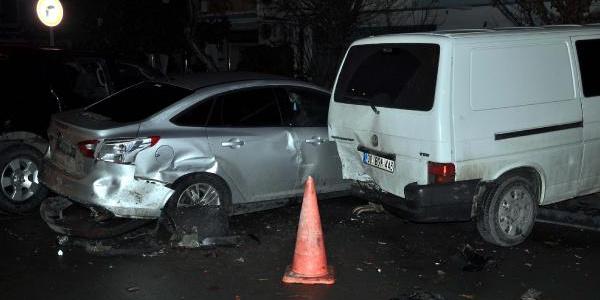 Alkollü ve ehliyetsiz olduğu iddia edilen sürücü, 9 araca çarptı: 'Viski yok mu?' dedi