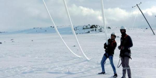 Enerji nakil hatları buz tuttu, Aras EDAŞ ekipleri müdahale etti