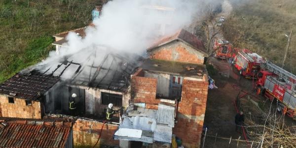 Fatsa'da bir ev yangında kullanılamaz hale geldi