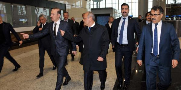Bakan Cahit Turhan başkanlığında İstanbul Havalimanı'nda taşınma toplantısı