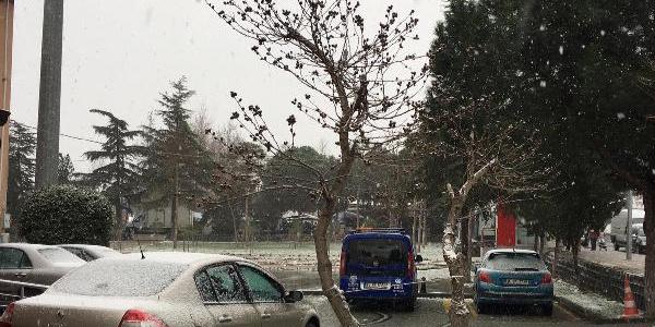 Silivri'de kar yağışı etkisini sürdürüyor