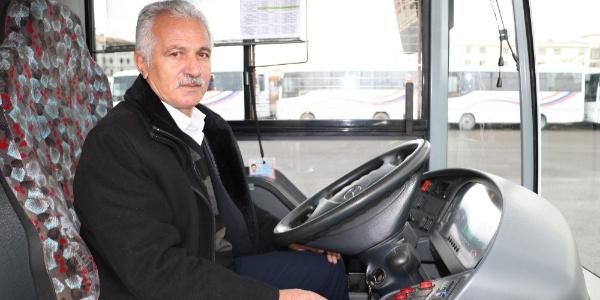 8 bin euroyu havalimanı seferi yapan otobüste unuttu; şoför insanlık dersi verdi