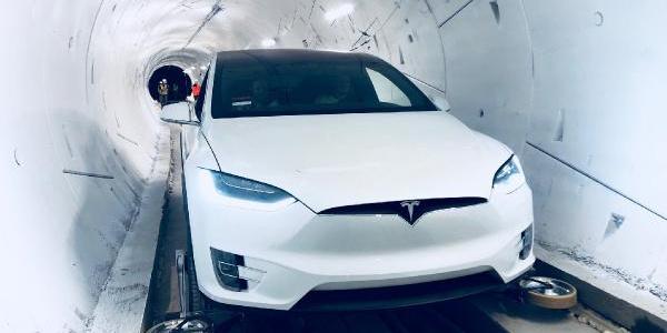 Elon Musk'ın çılgın otonom tüneli projesini hayata geçirdi