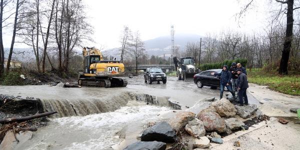 Sapanca Belediye Başkanı Yılmazer yağışın olumsuz etkilediği yerleri inceledi