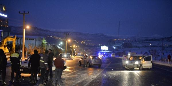 Mardin'de gizli buzlanma nedeniyle  4 ayrı kaza meydana geldi